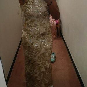 Belle Badgley Mischka Floral Sequin Column Gown